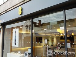 EE stores getting rebranded in the UK - The Everything Everywhere sign is no more