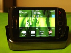 Quick Review: BlackBerry Charging Pod for Torch 9800
