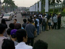 There is never a line up to buy BlackBerry smartphones..