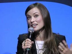 BlackBerry Pros at CES 2011: Lara Spencer interviews Olivia Wilde (Tron Legacy)
