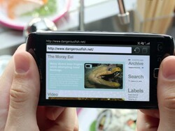 RIM shows off the BlackBerry Torch 9850 and 9860 in new commercial