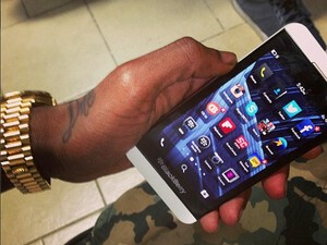 Soulja Boy repping the CrackBerry App on his new Z10!