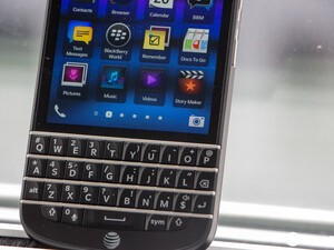 How to set custom ringtones and notifications for a contact on the BlackBerry Q10