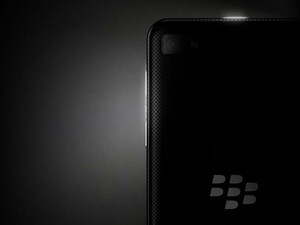 Analyst hints at upcoming 5-inch BlackBerry 10 device