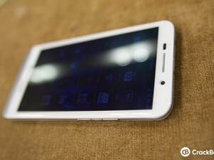 Hands-on the white BlackBerry Z30!