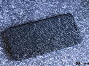 First Look: BlackBerry Z30 Leather Flip Case