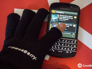 Accessory Roundup - Win a pair of touchscreen gloves for your BlackBerry!