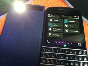 How to add the Flashlight app to the Quick Settings dropdown on your BlackBerry Q10