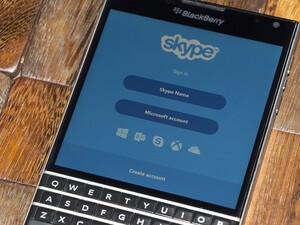 Skype gets updated with bug fixes and BlackBerry Passport support