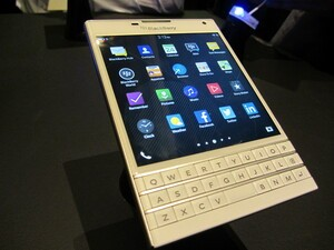 White BlackBerry Passport coming to UK early December