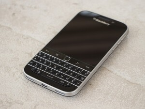 US Mobile starts selling BlackBerry Classic