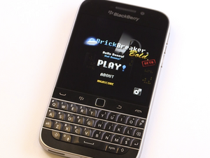 BlackBerry Classic Preview: Brick Breaker returns with trackpad controls