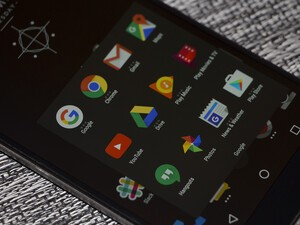 How to enable 'Dark Theme' on the BlackBerry Launcher