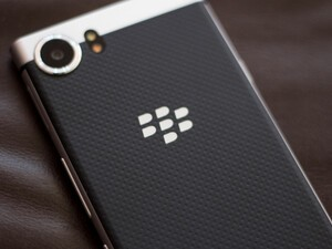 How to turn the BlackBerry KEYone on and off