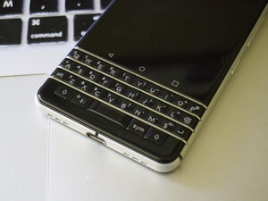 How to uninstall or disable applications on the BlackBerry KEYone
