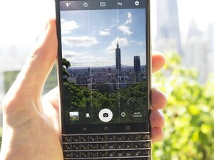 Enter this photo contest and you could win CrackBerry goodies!