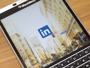 Linked10 arrives to replace the official LinkedIn app on BlackBerry 10