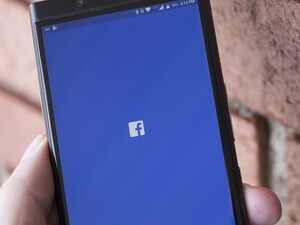 Facebook files patent infringement lawsuit against BlackBerry