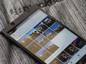 Google Photos adding Favorite and Like buttons