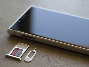 How to install your SIM and SD Card on the BlackBerry KEY2