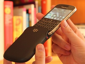 BlackBerry Leather Pocket Pouch for the BlackBerry Bold 9930 / 9900 Review