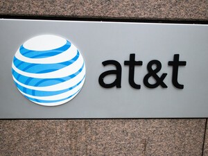 FCC fines AT&T $100 million over throttling complaints