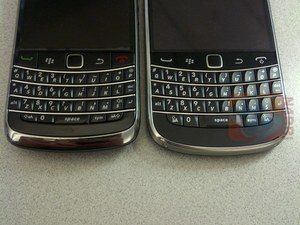 Live Photos of the BlackBerry Bold Touch (montana) Emerge!