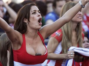 Updated: SHOULD have been the best BlackBerry product placement ever! Larissa Riquelme cheers on Paraguay