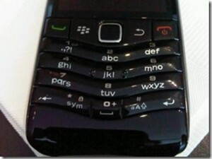 A Few More BlackBerry Pearl 9105 Photos Show Off the T9 Keyboard; Getting Announced at WES Next Week?