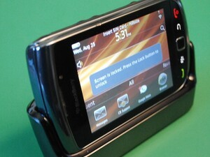 Hands-On Review of the BlackBerry Charging Pod for the BlackBerry Torch 9800