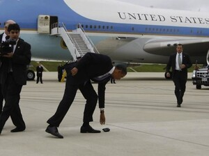 Obama's BlackBerry takes a dive - Proves it's still affected by gravity