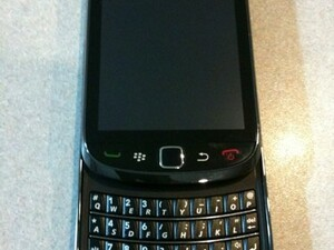 AT&T BlackBerry 9800 Slider bares it all for the camera