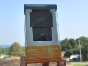 BlackBerry J-Series Extra Battery Charger Bundle for Bold 9930 / 9900 and Torch 9850 / 9860