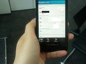 BlackBerry 10 L-Series device poses for the camera once more