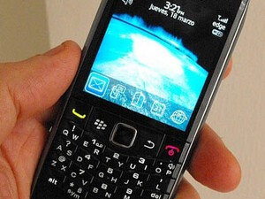 Friday Fun EyeCandy: More Sexy BlackBerry Pearl 9100 Photos Emerge