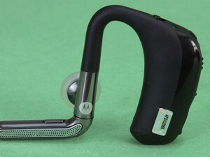 CrackBerry Labs:  BlueAnt Q2 vs Motorola Oasis Bluetooth Headset Head to Head