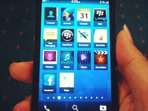 BlackBerry 10 L-Series snapped once again showing off its homescreen