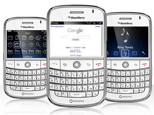 Rogers Drops Pricing Of White BlackBerry Bold To $0.99 For The Holiday Season