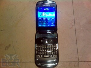BlackBerry 9670 Shows Face, Rocking CDMA And New Clamshell Design