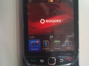 Rogers BlackBerry Torch 9800 dummy units have started to arrive