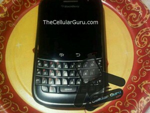 First Live Images Of The BlackBerry Dakota (or is it an old Magnum Prototype?) Emerge