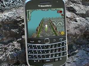 Run through the temple on your BlackBerry with Tomb Escape
