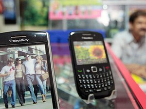 RIM installs BlackBerry server in Mumbai
