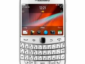 Pure white BlackBerry Bold 9900 now available in Hong Kong