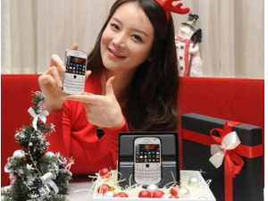 Korea gets the BlackBerry Bold 9900 in white