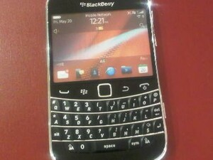BlackBerry Bold 9900 dummy units begin to arrive at Vodafone UK locations
