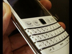 White BlackBerry Bold 9790 surfaces again, release to follow soon?