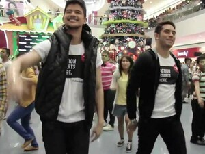 The BlackBerry Barkada go flashmob crazy in the Philippines - A must see