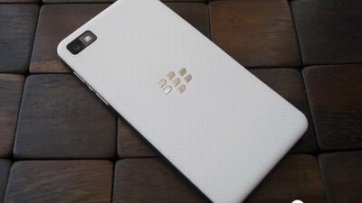 White BlackBerry Z10 replacement battery door