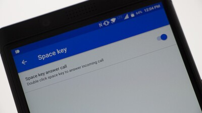 How to set up your BlackBerry KEYone space key to answer calls